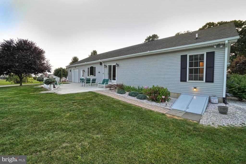 Back of home with walk up from lower level - 11829 CASH SMITH RD, KEYMAR