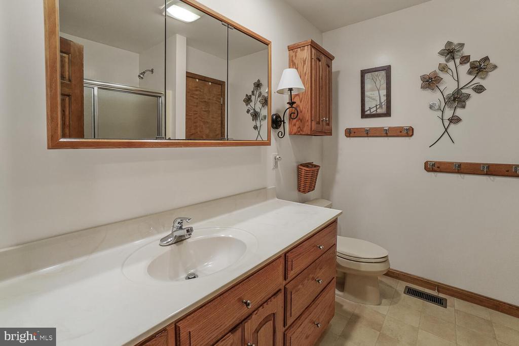Full bath on upper level - 11829 CASH SMITH RD, KEYMAR