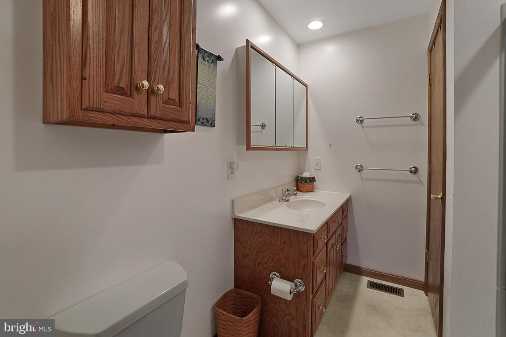 Master bath on upper level - 11829 CASH SMITH RD, KEYMAR