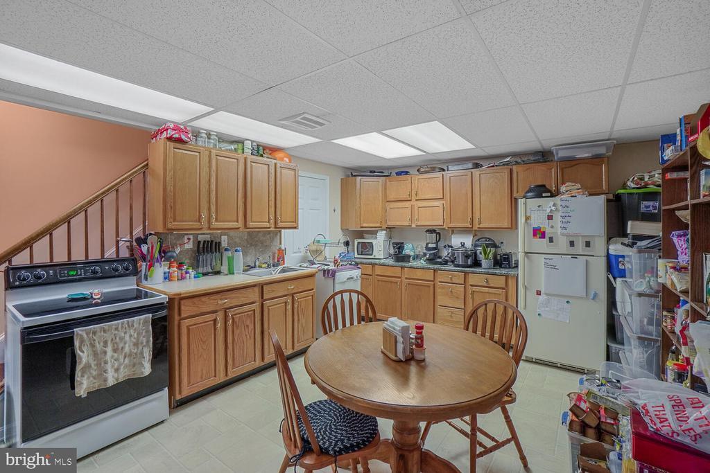 Lower level full kitchen - 11829 CASH SMITH RD, KEYMAR