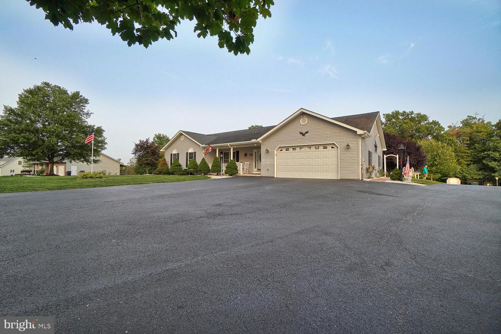 Parking area in front of home-BRING YOUR RV! - 11829 CASH SMITH RD, KEYMAR