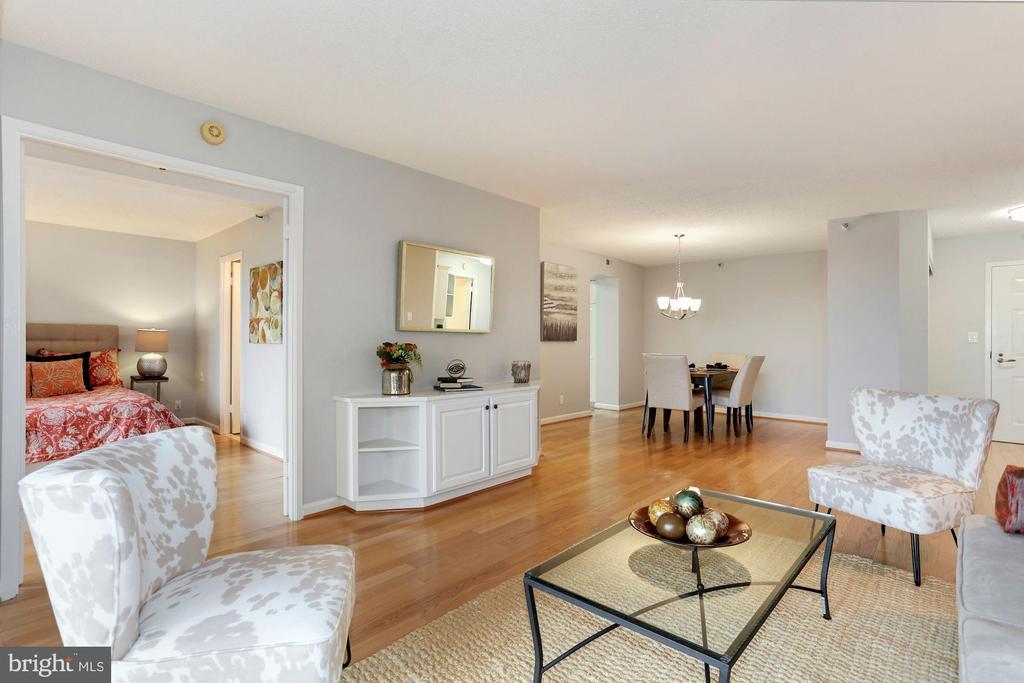 Living area & dining area - 1600 N OAK ST #308, ARLINGTON