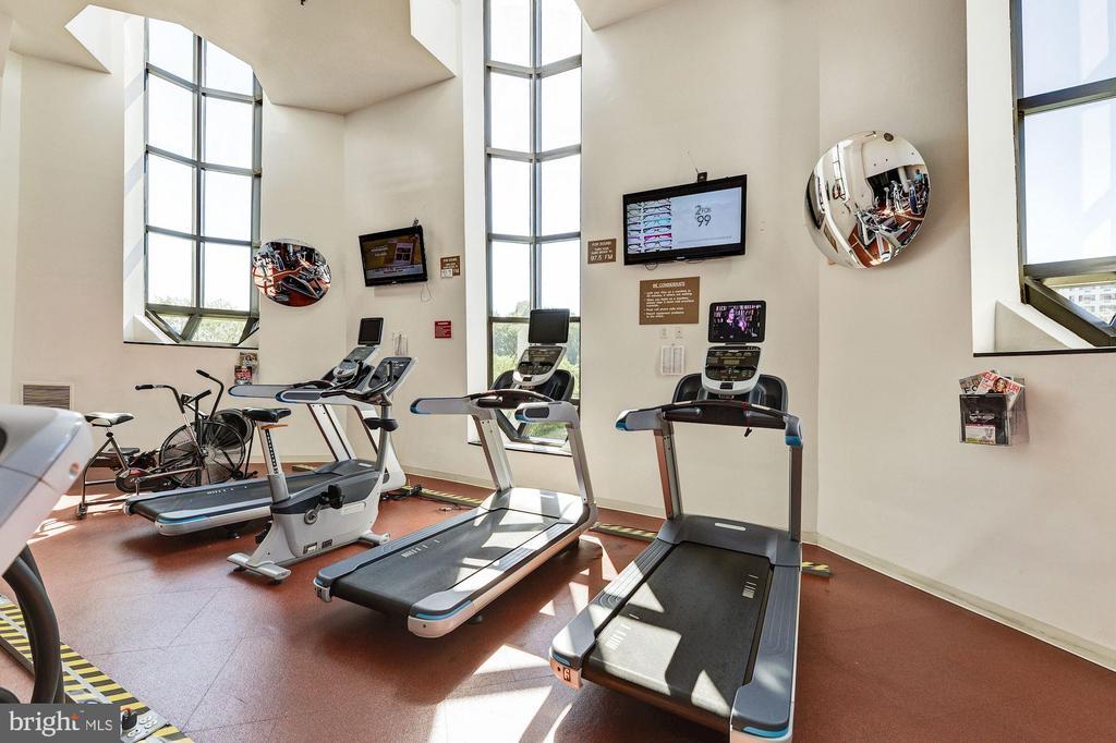 Fitness center - 1600 N OAK ST #308, ARLINGTON