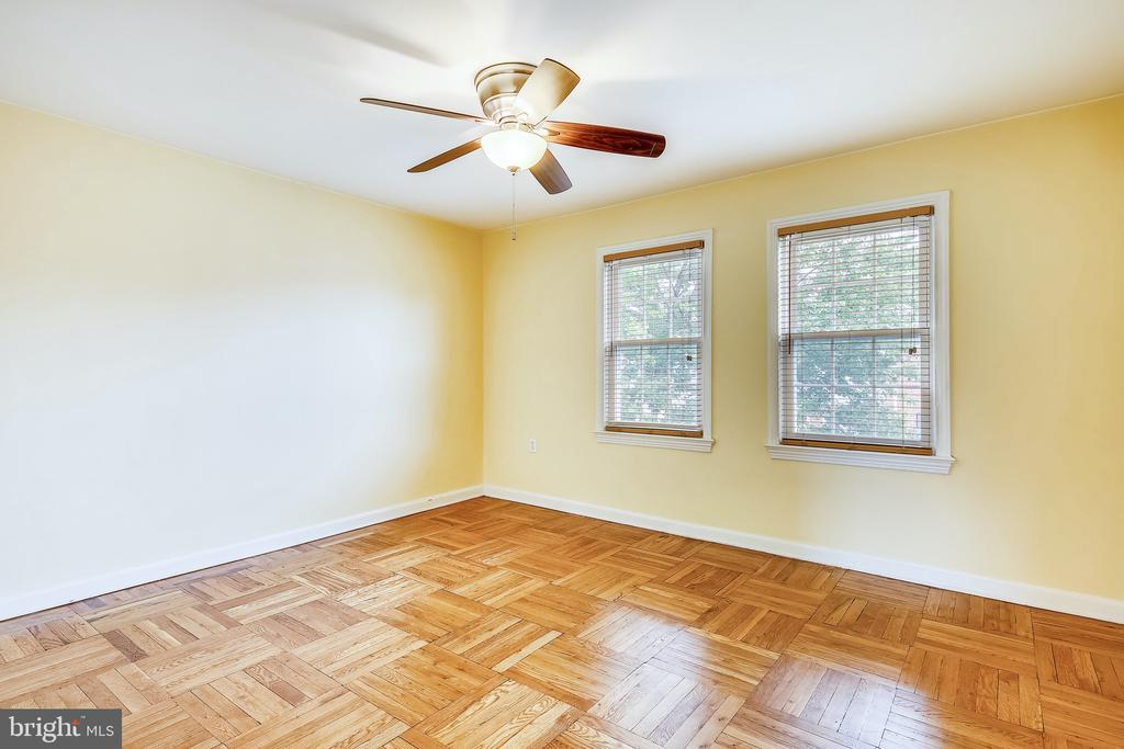 Spacious Master Bedroom - 6716 W WAKEFIELD DR #C2, ALEXANDRIA