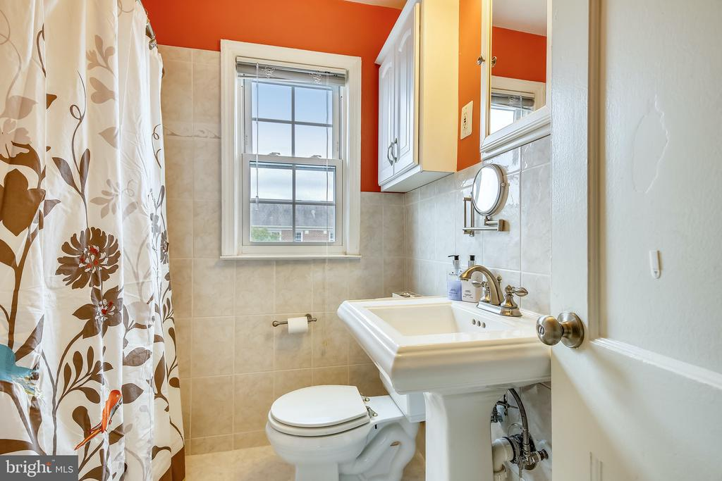 Updated Bathroom! - 6716 W WAKEFIELD DR #C2, ALEXANDRIA