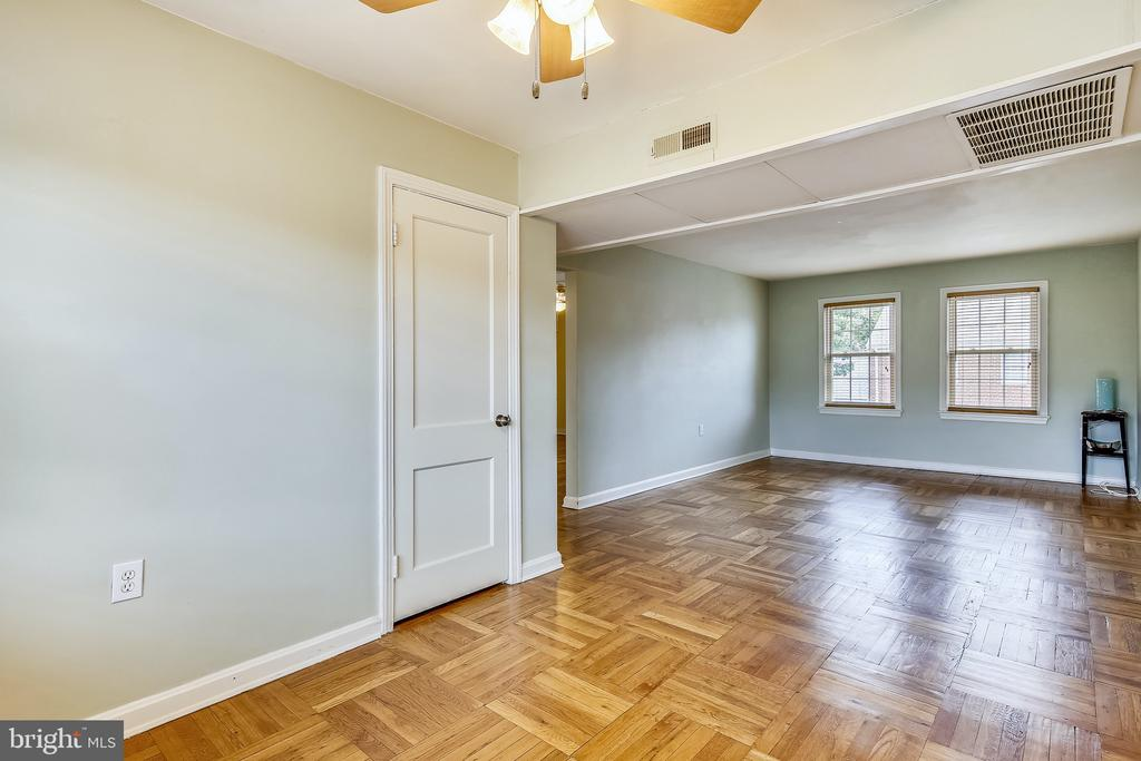 Separate Dining Space! - 6716 W WAKEFIELD DR #C2, ALEXANDRIA