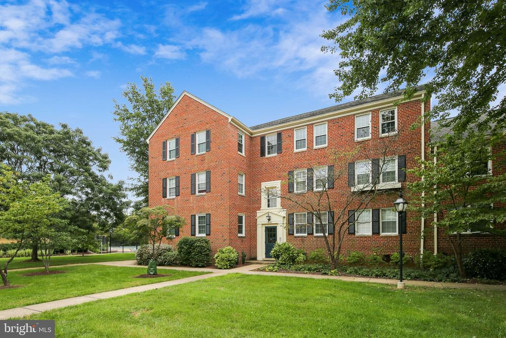 Welcome Home! - 6716 W WAKEFIELD DR #C2, ALEXANDRIA