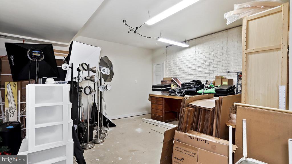 Alternatively, workshop with workbench-back wall. - 1414 WYNHURST LN, VIENNA