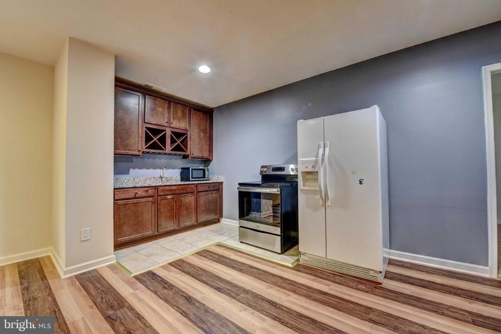 Basement Wet Bar Area - 42340 ABNEY WOOD DR, CHANTILLY