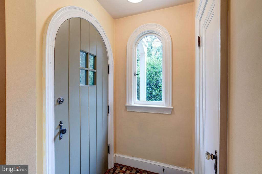 Architectural details + original Art Deco features - 2706 CORTLAND PL NW, WASHINGTON