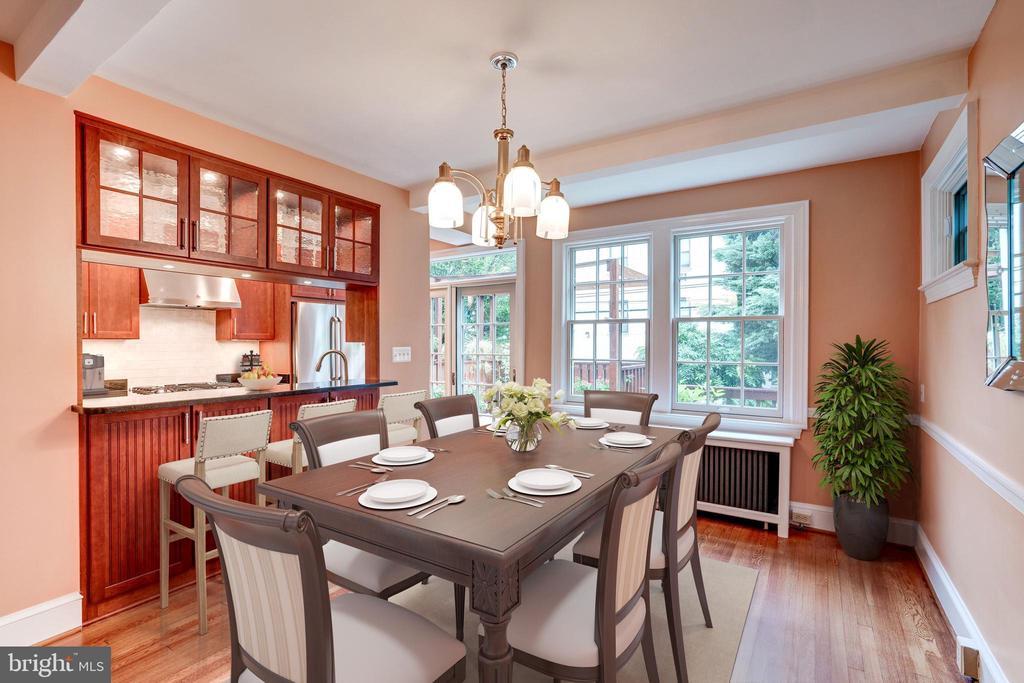 Large & luminous Dining Room - 2706 CORTLAND PL NW, WASHINGTON