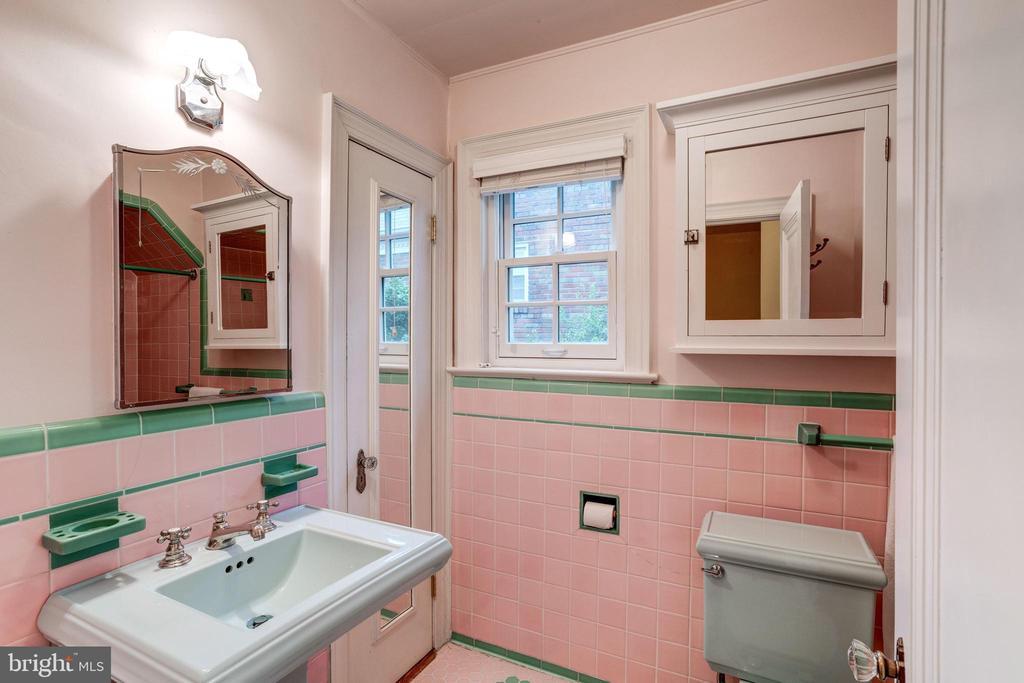 Full Hall Bath - 2706 CORTLAND PL NW, WASHINGTON