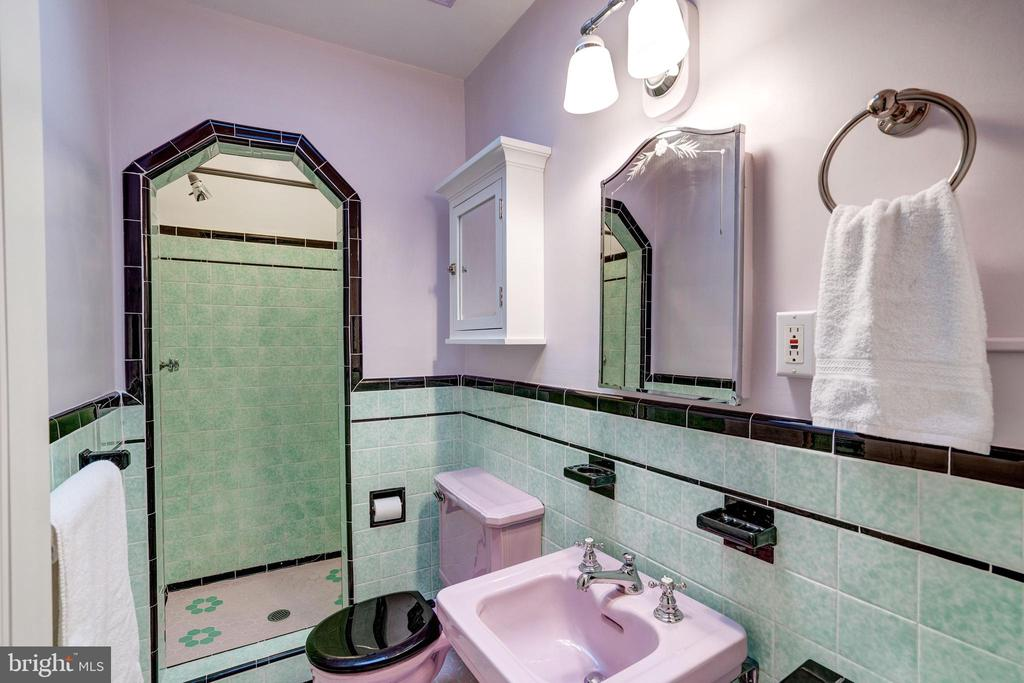 Full Master Bathroom - 2706 CORTLAND PL NW, WASHINGTON