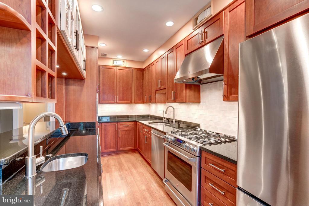 Renovated architect-designed custom Kitchen - 2706 CORTLAND PL NW, WASHINGTON
