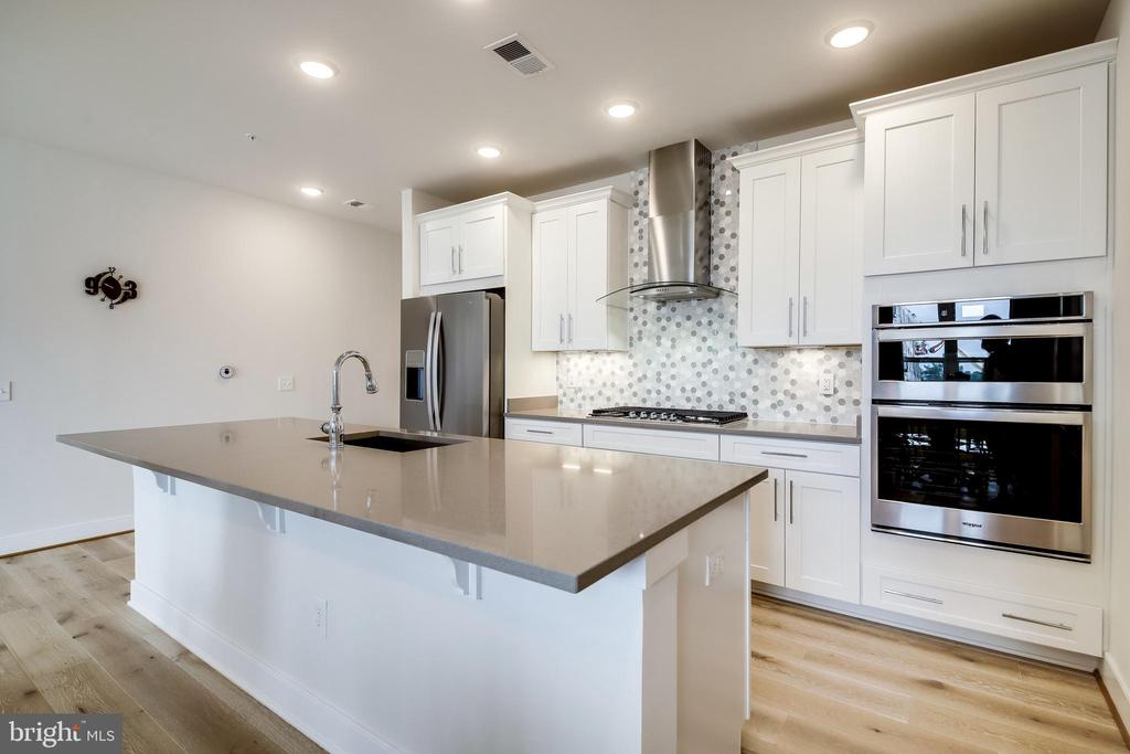 Kitchen Island w/Bar Seating - 11200 RESTON STATION BLVD #402, RESTON