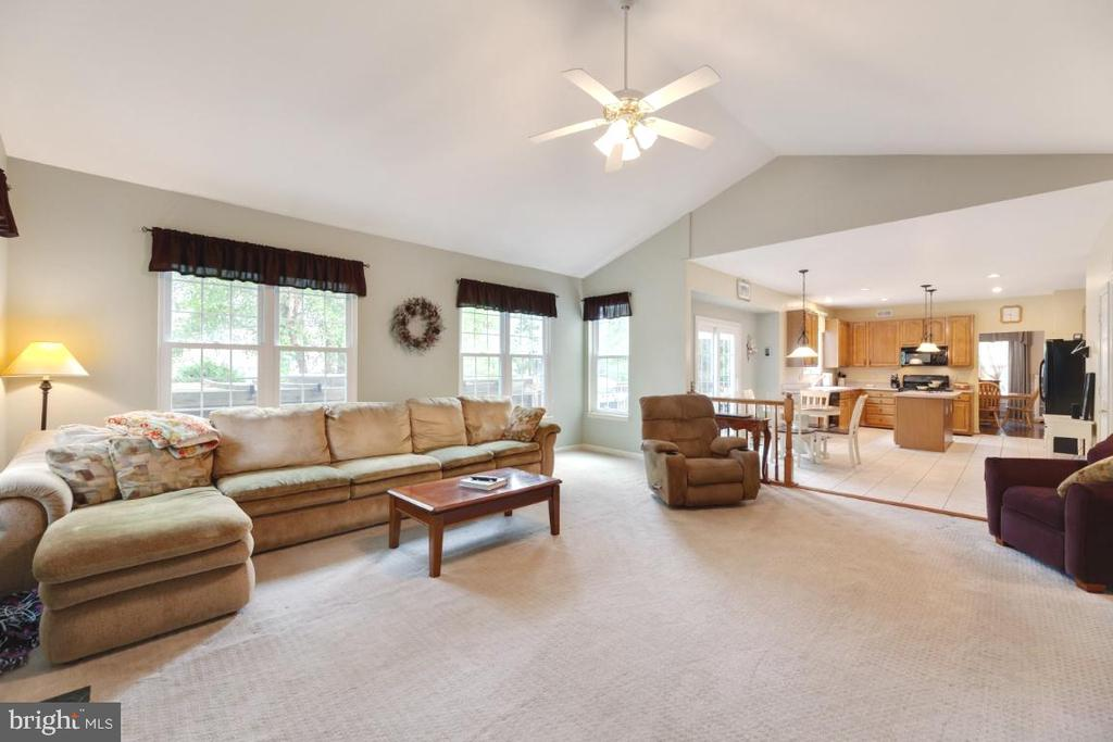 Family room/kitchen combo - 42870 AUTUMN HARVEST CT, BROADLANDS