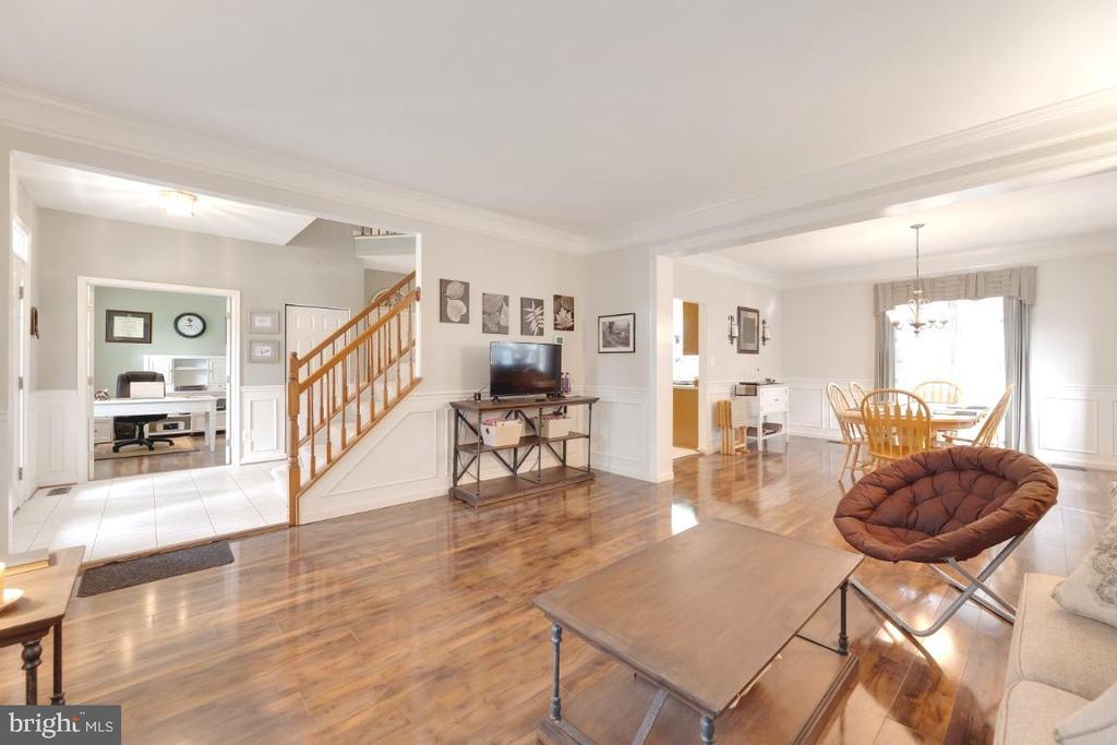 Living room/ Dining room combo - 42870 AUTUMN HARVEST CT, BROADLANDS