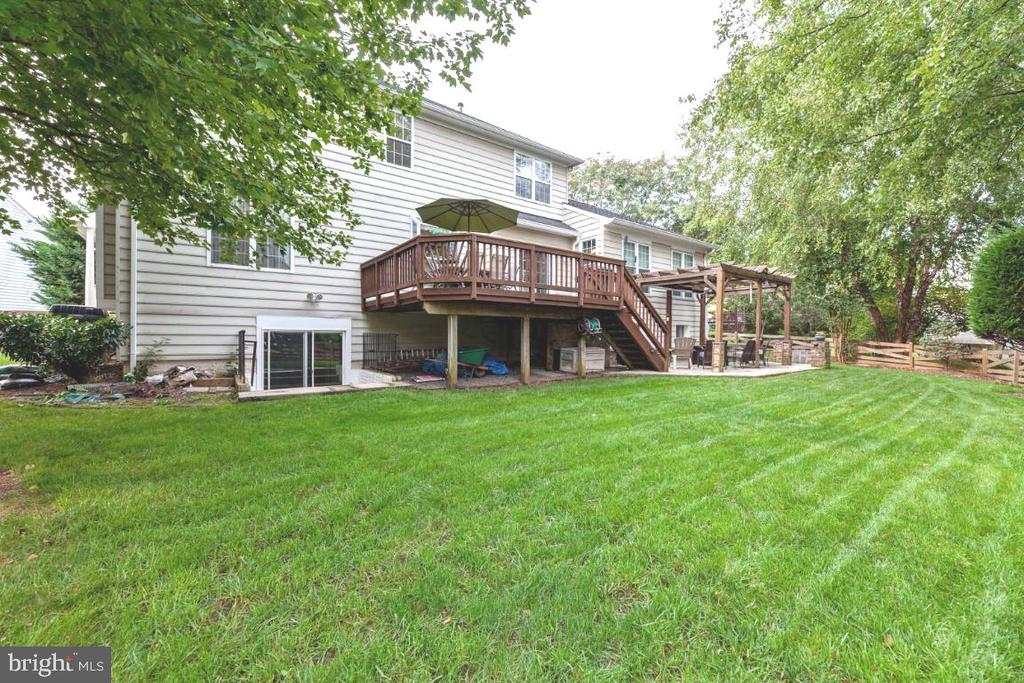 Perfectly flat back yard. - 42870 AUTUMN HARVEST CT, BROADLANDS