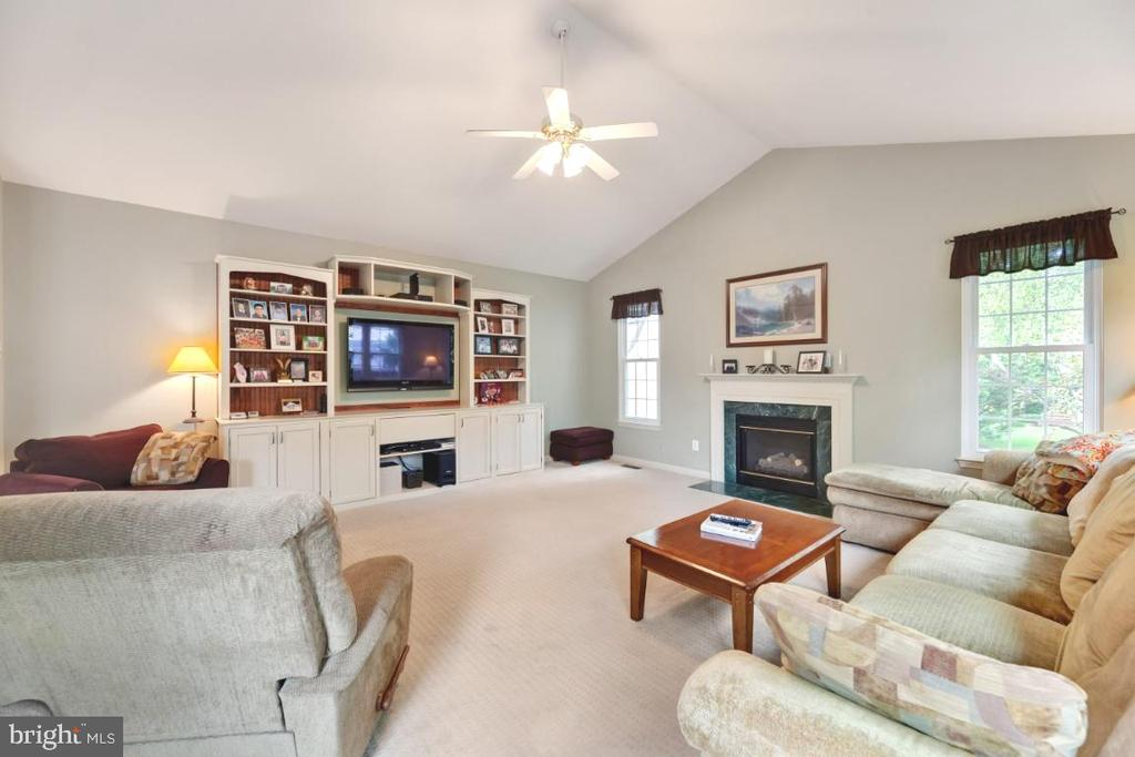 New windows and tons of natural light throughout - 42870 AUTUMN HARVEST CT, BROADLANDS