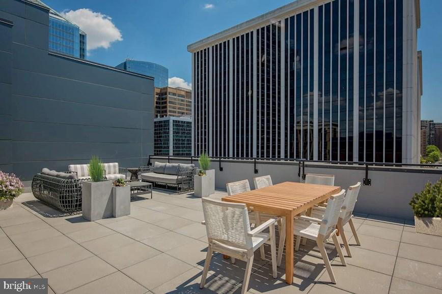 Rooftop Terrace - 1411 KEY BLVD #311, ARLINGTON
