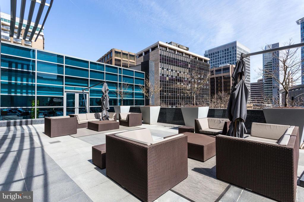 Outdoor Terrace Adjacent To Pool And Lobby - 1881 N NASH ST #1411, ARLINGTON