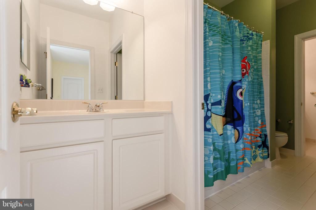 Jack and Jill bathroom for Bedrooms 3 and 4 - 19198 SKINNER SQ, LEESBURG