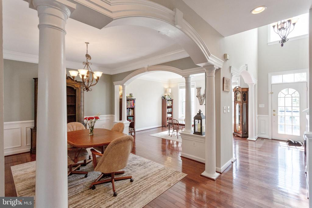 Foyer, hallway, view of dining and living rooms - 19198 SKINNER SQ, LEESBURG