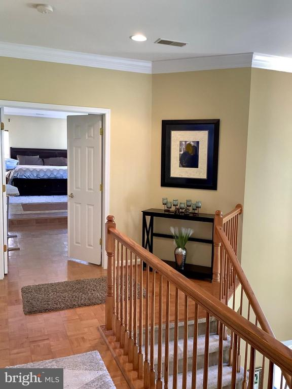 Bedroom level hallway - 24784 HIGH PLATEAU CT, ALDIE