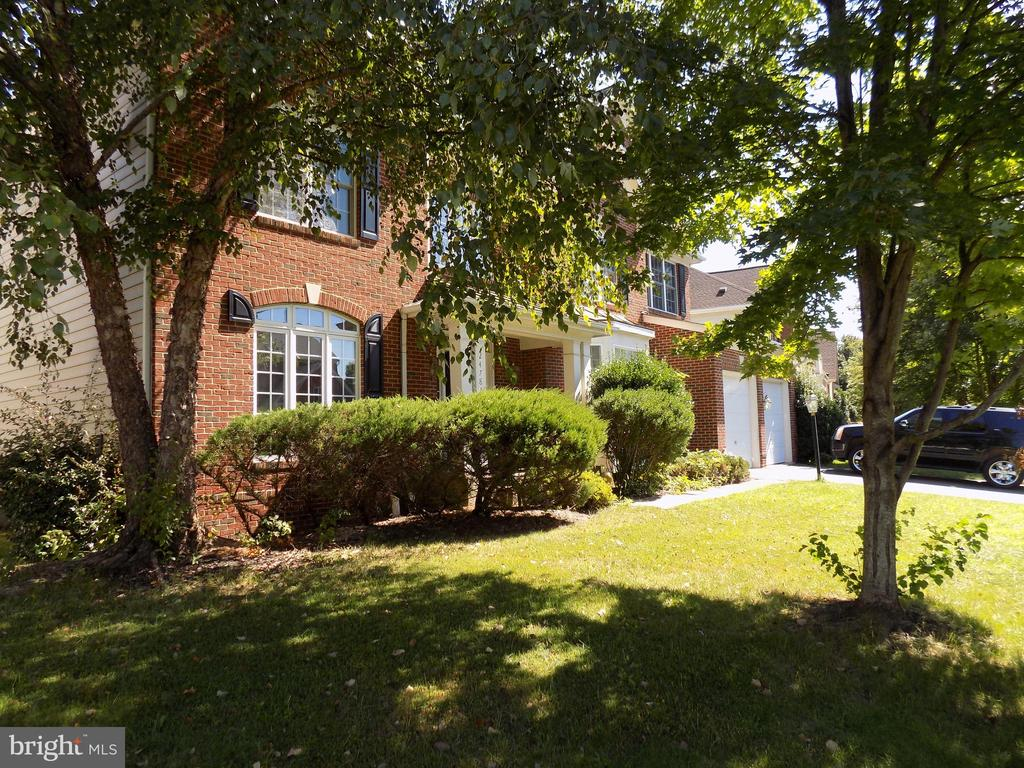 Lovely view  of the front yard - 24784 HIGH PLATEAU CT, ALDIE