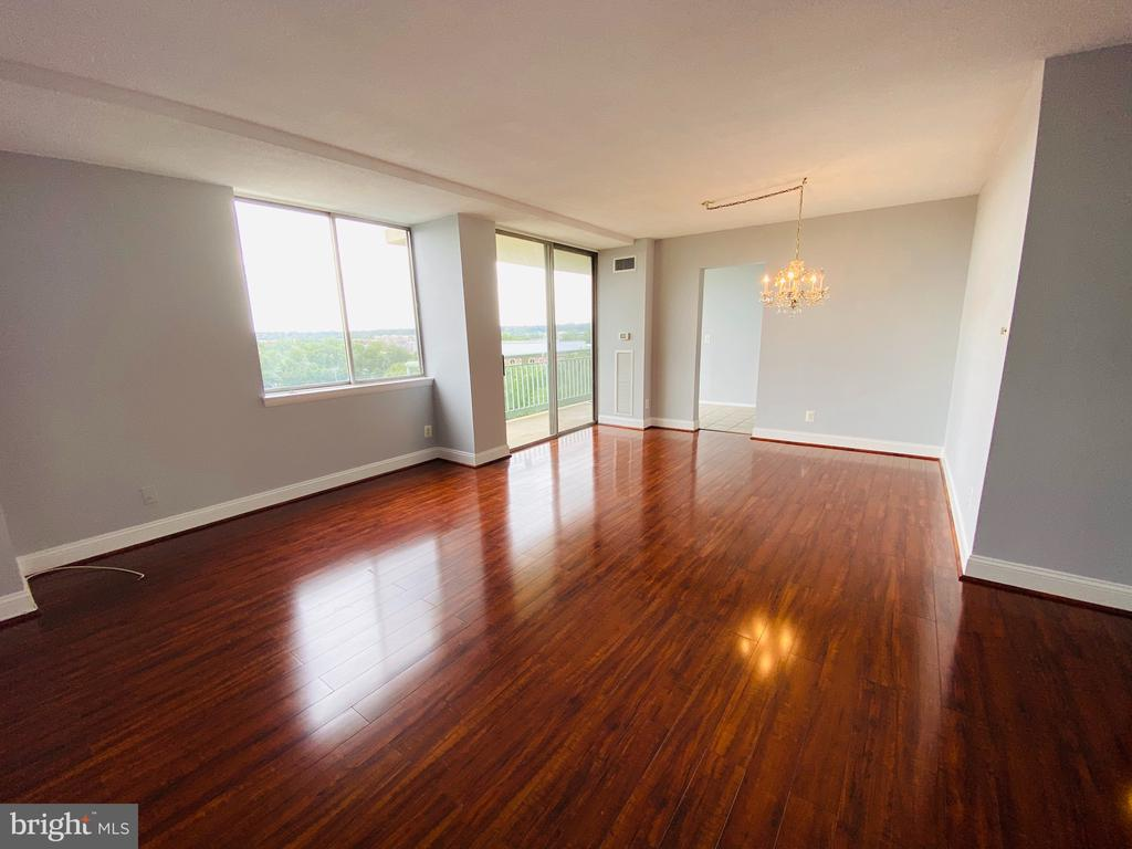 View of Living Room and Dinning Room - 501 SLATERS LN #906, ALEXANDRIA