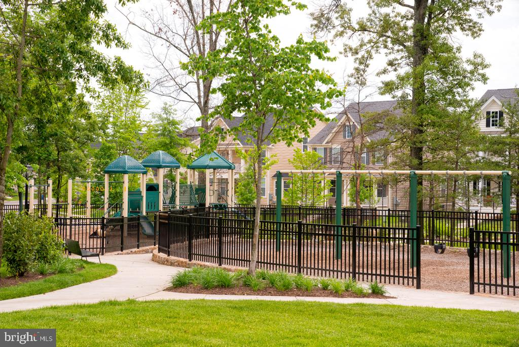 Tot Lots/Playground at Loudoun Valley - 23563 NEERSVILLE CORNER TER, ASHBURN