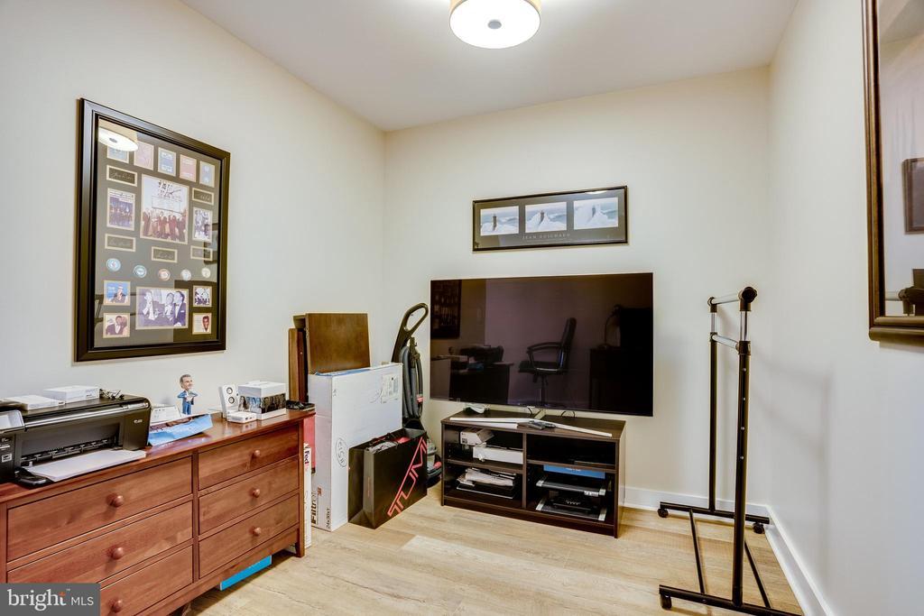 Separate Den/Office - 888 N QUINCY ST #512, ARLINGTON