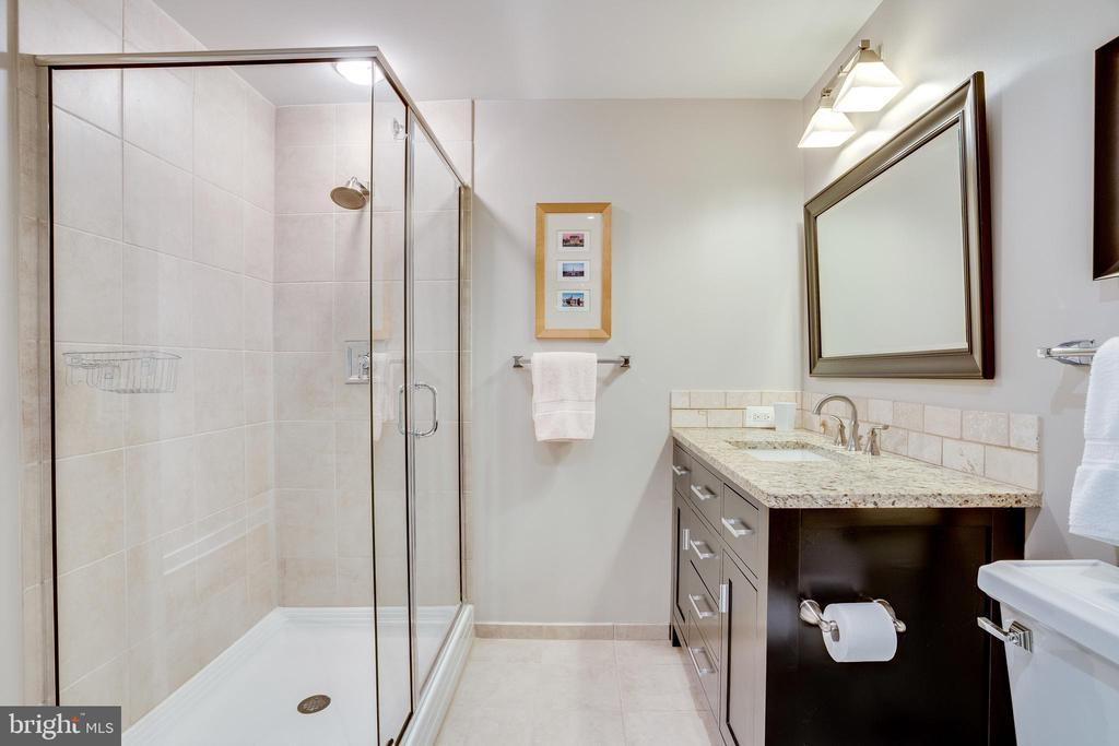 Master Bath Stall Shower in addition to Tub - 888 N QUINCY ST #512, ARLINGTON