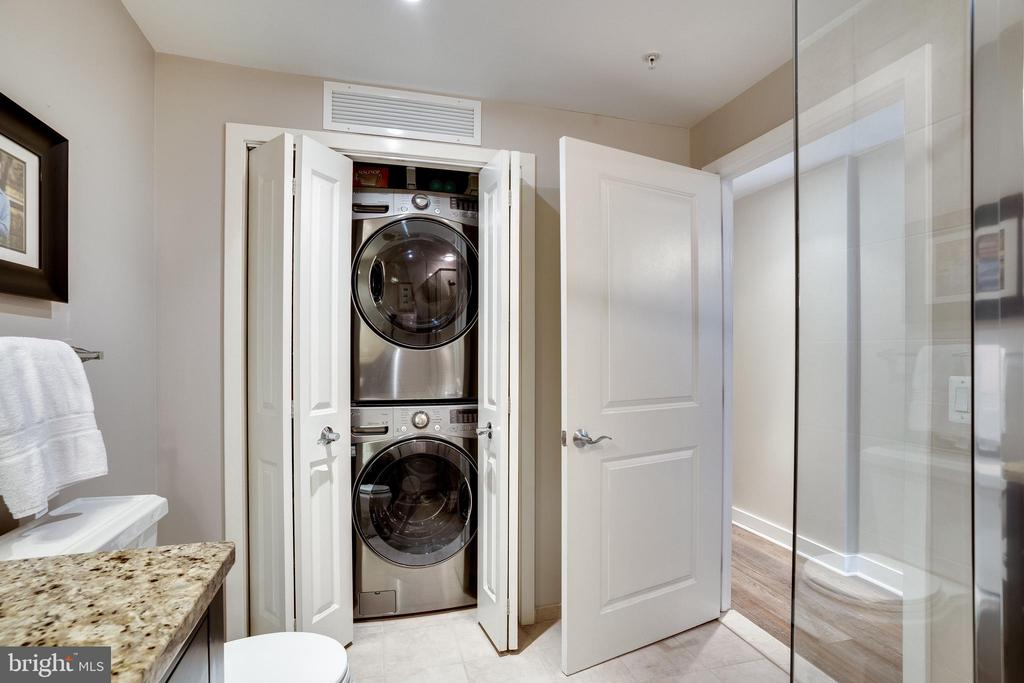 Full Size Washer-Dryer - 888 N QUINCY ST #512, ARLINGTON