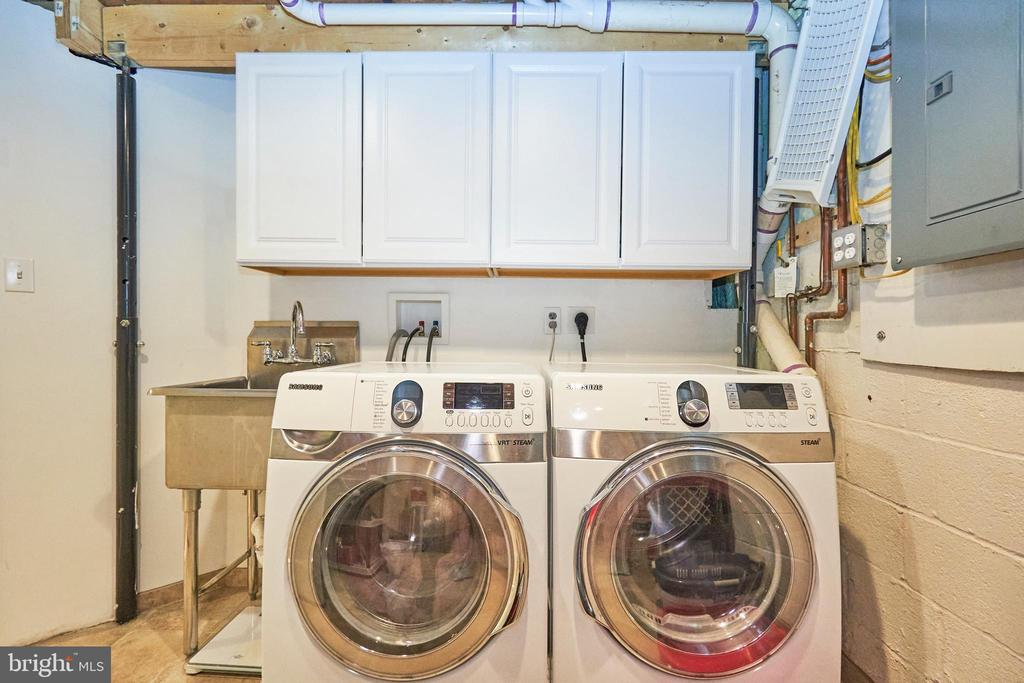 Laundry with Sink - 105 PATRICK ST SW, VIENNA