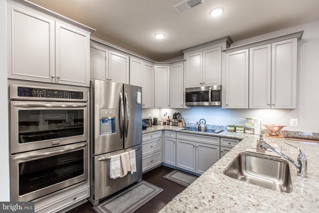 Gourmet Kitchen with Granite Countertops! - 10473 RATCLIFFE TRL, MANASSAS
