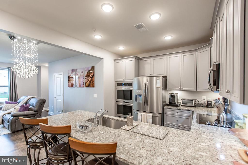 Gourmet Kitchen with Double Ovens! - 10473 RATCLIFFE TRL, MANASSAS