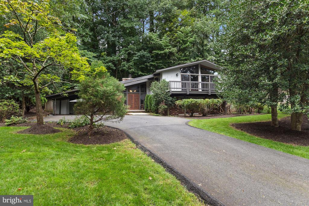 Home is Set Beautifully Back Off From the Road! - 6411 RECREATION LN, FALLS CHURCH