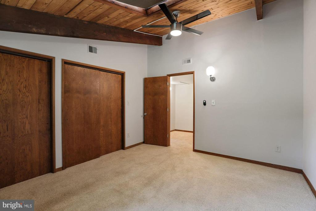 Primary Bedroom - Ceiling Fan & Overhead Lighting! - 6411 RECREATION LN, FALLS CHURCH