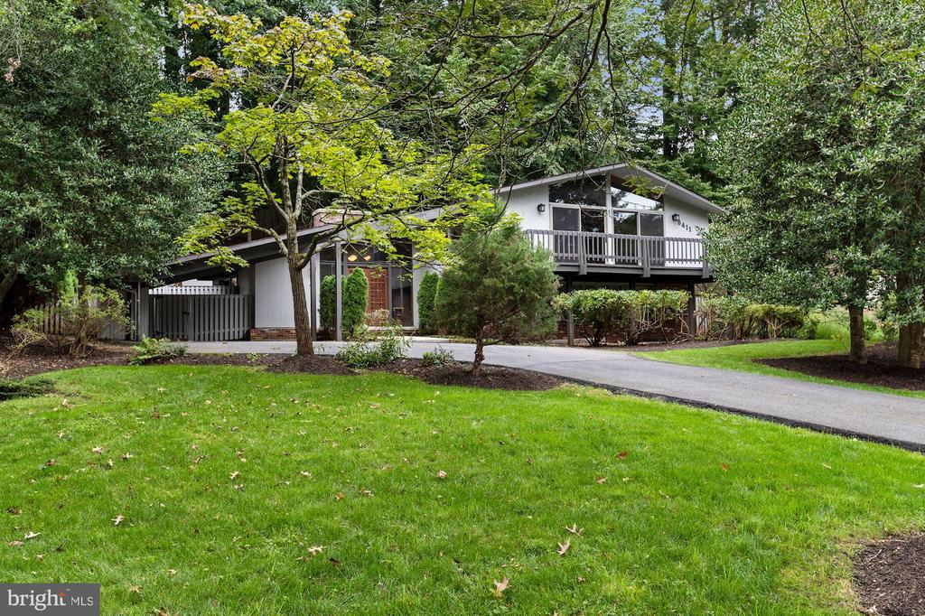 Welcome to Your Own Private Oasis! - 6411 RECREATION LN, FALLS CHURCH