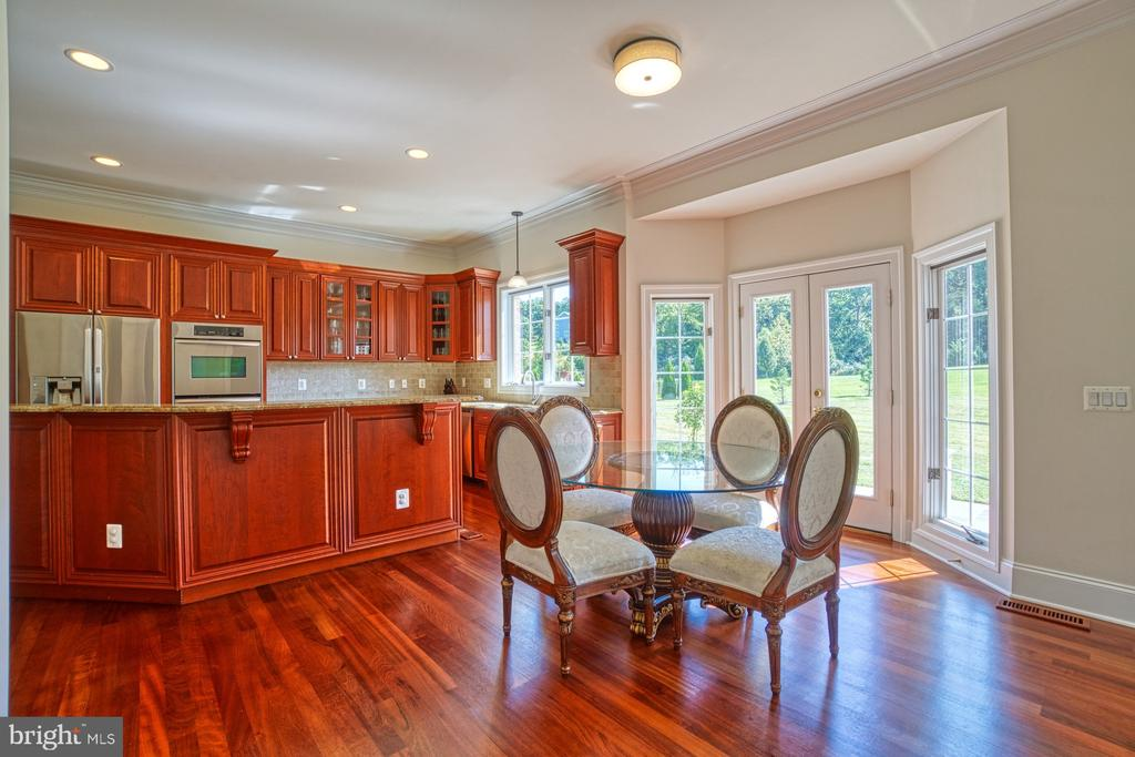 Sun-Filled Kitchen - 40163 BEACON HILL DR, LEESBURG