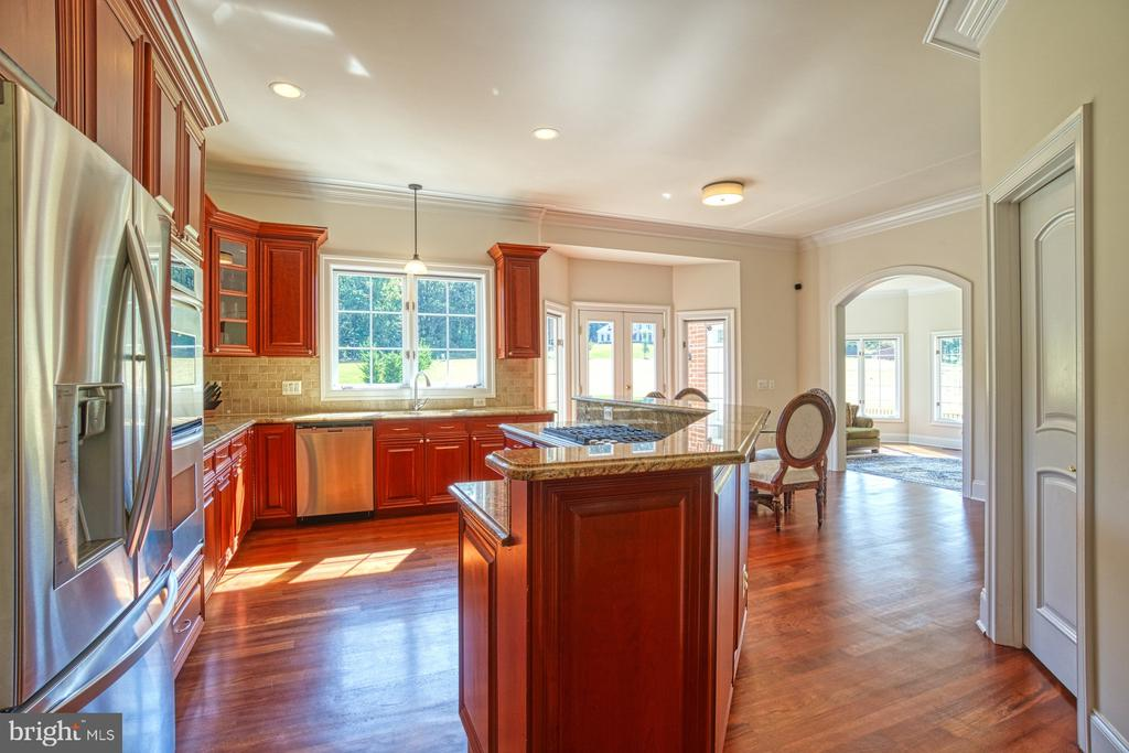 Great views from Kitchen - 40163 BEACON HILL DR, LEESBURG