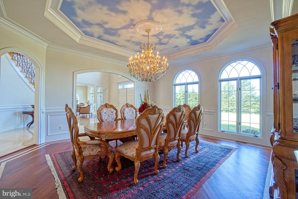 Formal Dinning Room with Tray Ceiling - 40163 BEACON HILL DR, LEESBURG