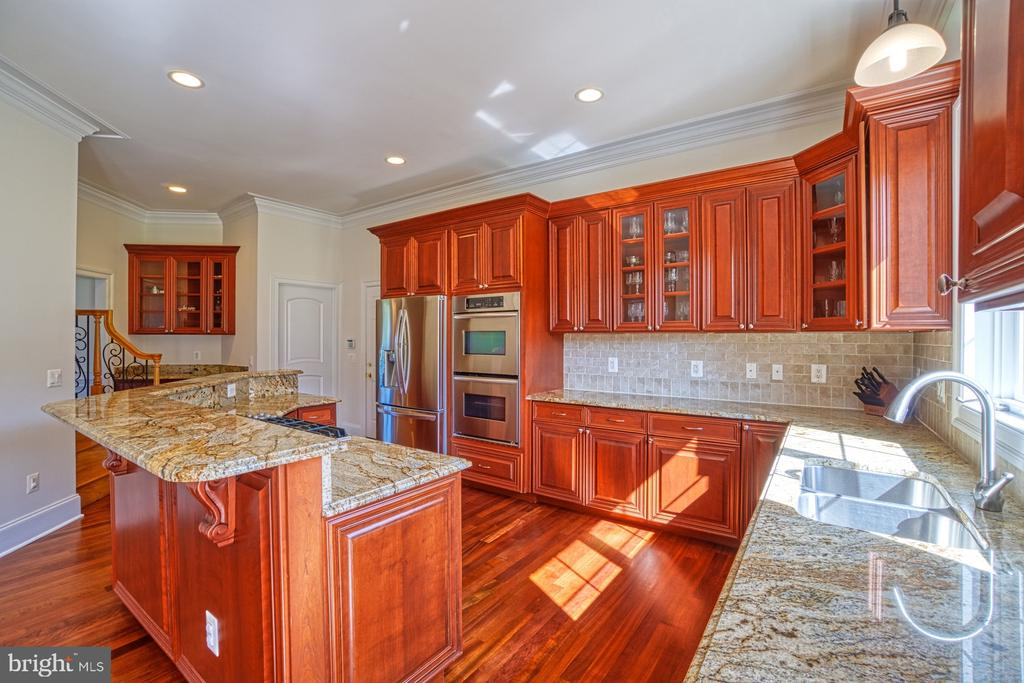 Great Counter Space - 40163 BEACON HILL DR, LEESBURG