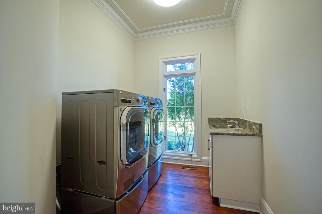 Main Level Laundry - 40163 BEACON HILL DR, LEESBURG