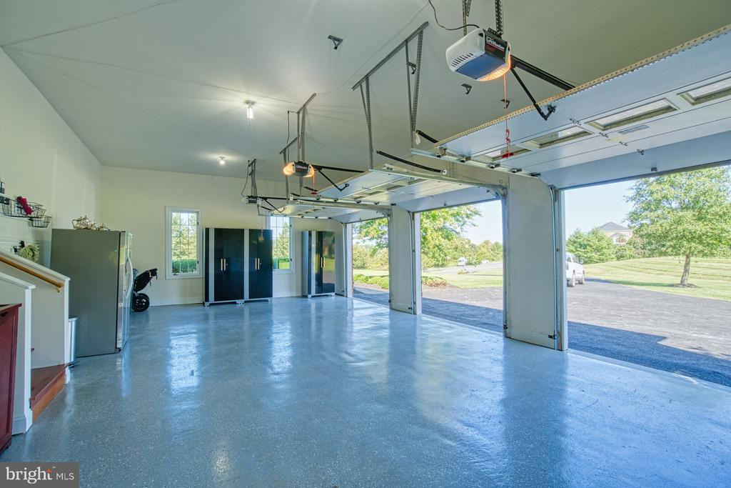 3 Car Garage with Epoxy Floor - 40163 BEACON HILL DR, LEESBURG