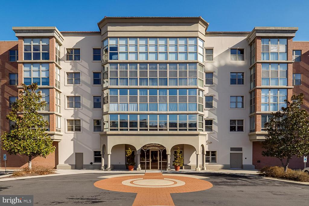 Welcome to Magnolia East! - 19360 MAGNOLIA GROVE SQ #212, LEESBURG