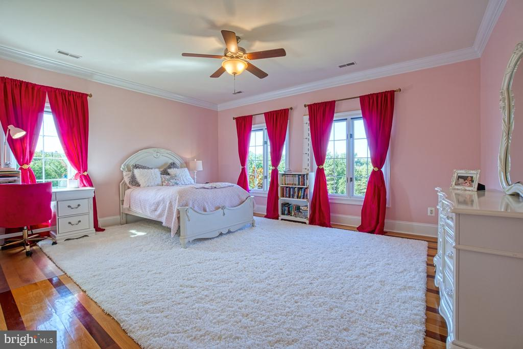 Upstairs Bedroom - 40163 BEACON HILL DR, LEESBURG