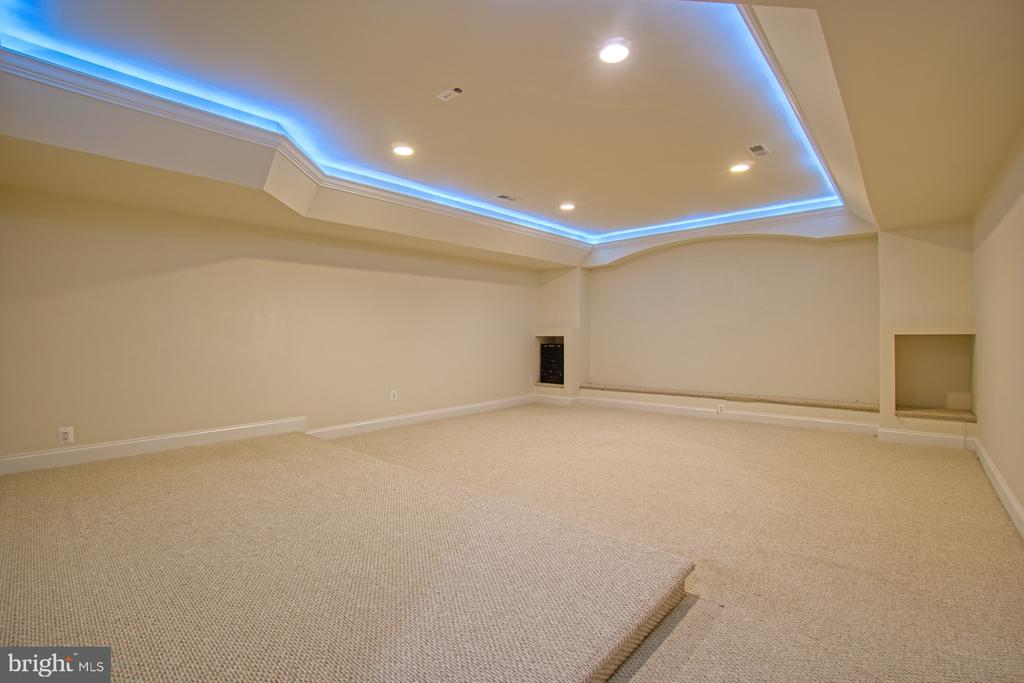 Wired media room. Needs all equipment - 40163 BEACON HILL DR, LEESBURG