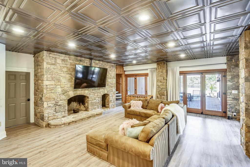 Lower level is an entertainer's delight - 40850 ROBIN CIR, LEESBURG